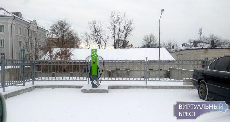 Электрозаправка устанавливается на Машерова (на парковке магазина Дионис)