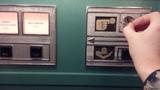 Работа отрестраврированного в музее МТУСИ автомата по продаже газированной воды