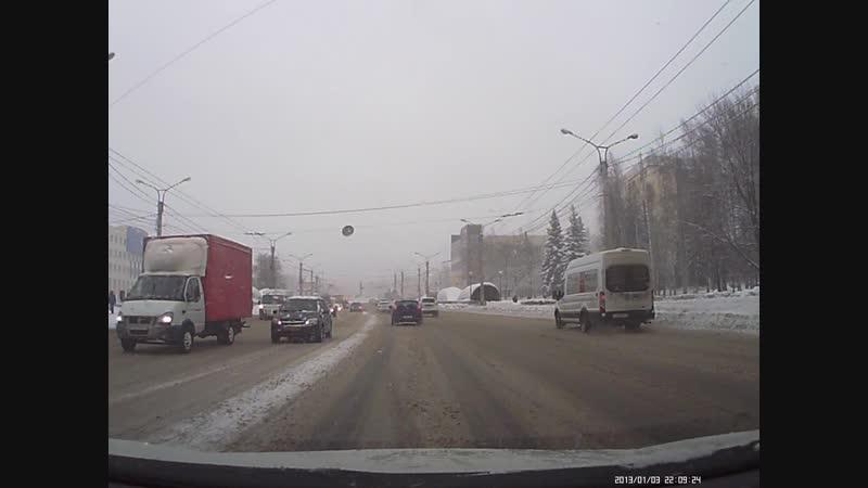 Как таких земля носит, зачем ехать на красный сигнал светофора?