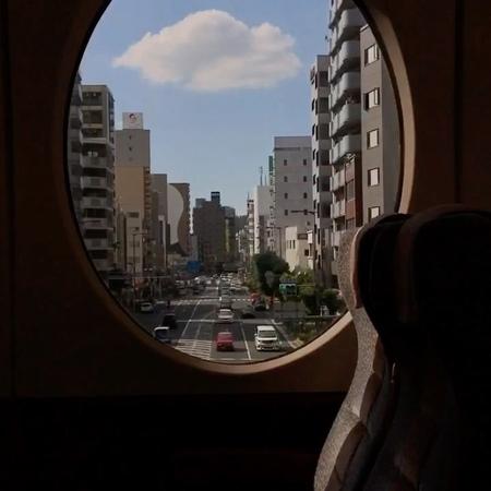 """영 지 ( 2 6 ) on Instagram: """"공항으로 가는 길의 열차 안에서 하늘은 파랗고 귀여운 구르미 하나는 졸졸졸 나 따라오는중 ➰☁️"""""""