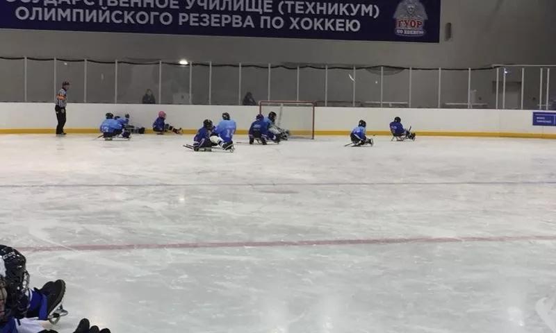 В Ярославле проходят соревнования по следж-хоккею