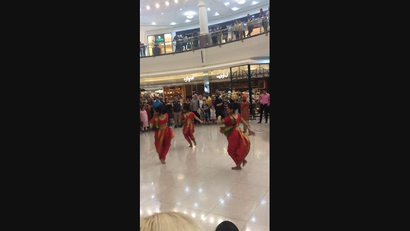 Танцы индийские в ТЦ Дубай👍🏻🇦🇪