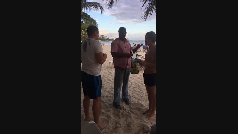 Доминикана Хуан Долио 16 видео Выпить с доминиканцем, который нагрел тебя на 6 долларов 2
