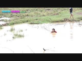 Amazing Fishing - Beautiful girl catch fish - How to Catch The Fish With Gill Net in Cambodia