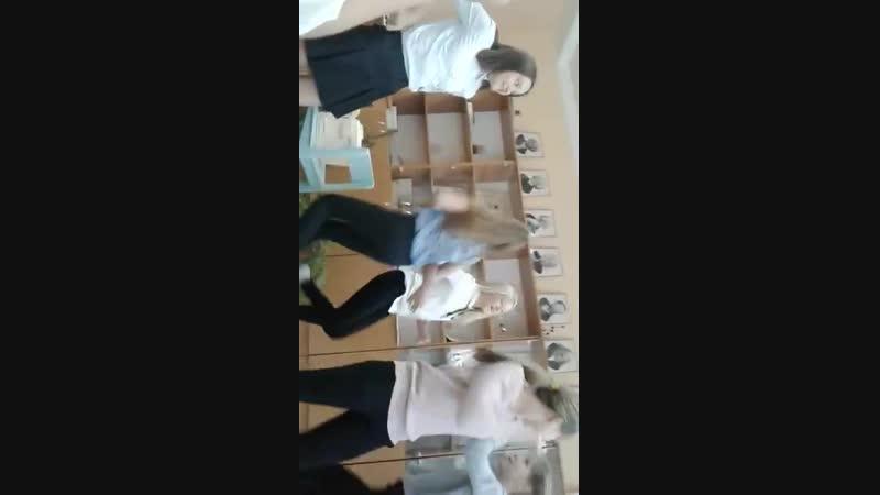 Школьницы в классе ( малолетки школьницы вебка перископ видеочат рулетка 14 лет трусики грудь teens jailbaits webcam periscope o