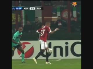 Гол Боатенга за «Милан» в ворота «Барселоны»