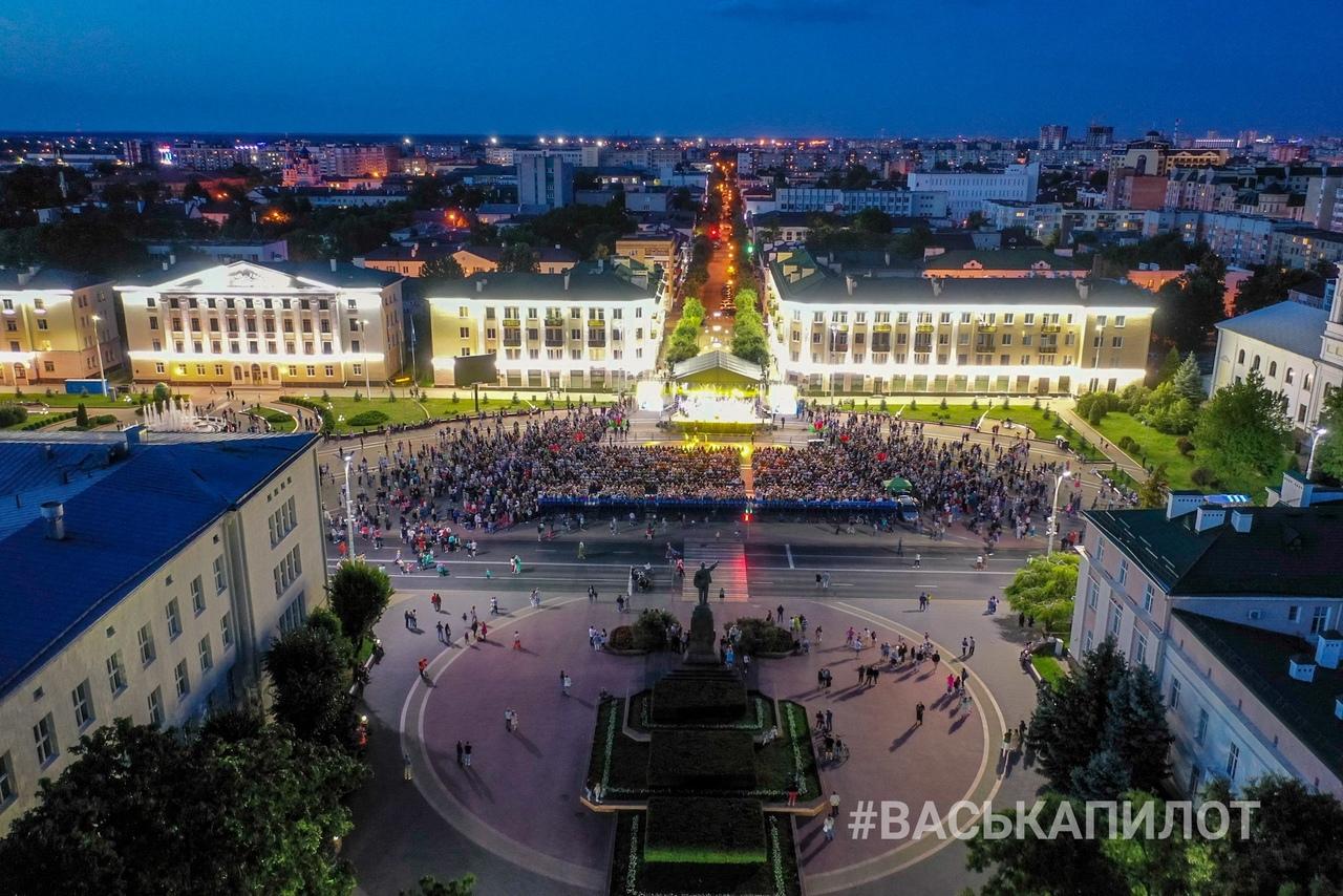 Концерт группы Спасение на площади Ленина в Бресте посетили тысячи брестчан