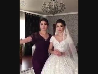 Свадебный оператор перепутал подругу невесты с её красавицей мамой