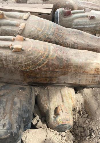 Археологи обнаружили 20 хорошо сохранившихся деревянных саркофагов недалеко от древнеегипетского Луксора