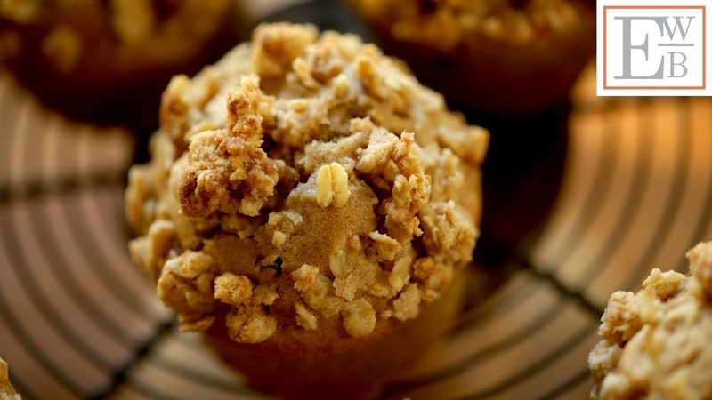 Apple Cinnamon Muffins with Oatmeal Crumb Topping