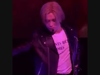 Taemin throwing his nonexistent bum in a full circle is what i live for