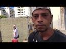Venezuelanos buscam comida no caminhão de lixo
