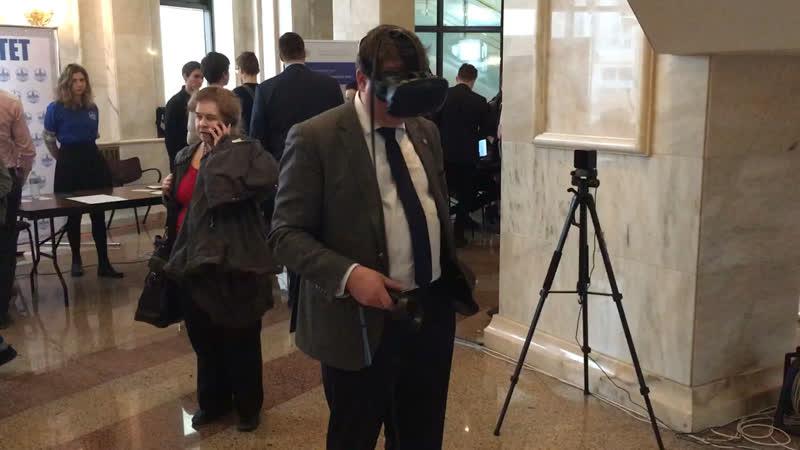 Декан химфака в VR лаборатории