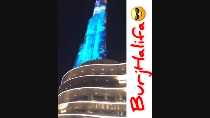 Это кайф находится возле самого высокого здания во всем мире 😊