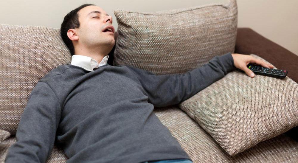 Симптомы пневмонии и рака могут включать усталость.