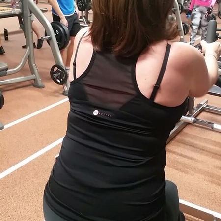 Горизонтальная тяга в Хаммере с опорой на грудь. Укрепляется грудной отдел.