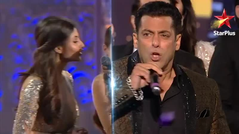 Bringing in the new year with the biggest stars out there HappyNewYear StarScreenAwards 2018 @BeingSalmanKhan @aliaa08 @Asl