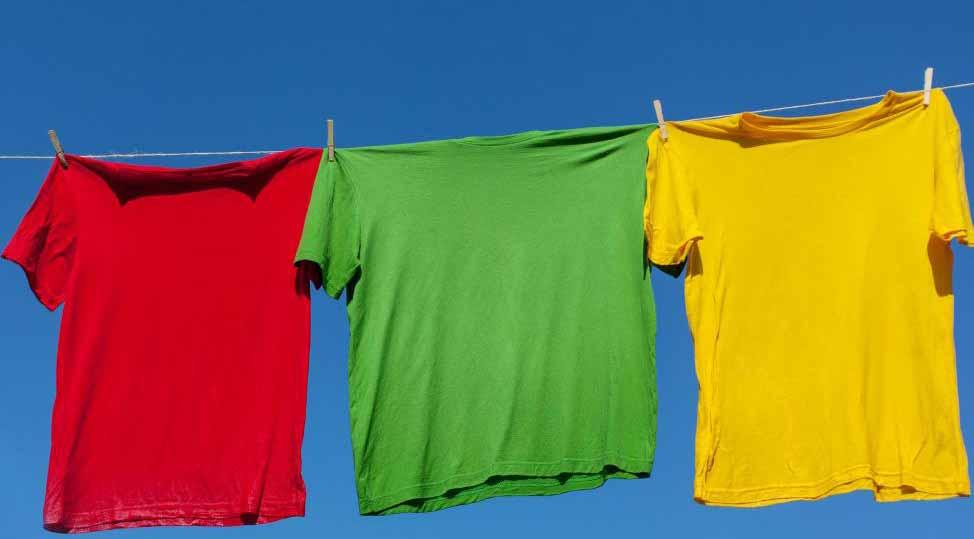 Сушка одежды снаружи может снизить вероятность появления плесени.