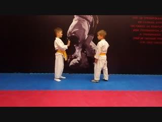 Эту комбинацию мальчишки придумали сами. Защита от хулигана. Демонстрируют Иван Грибачёв и Рома Клыков.