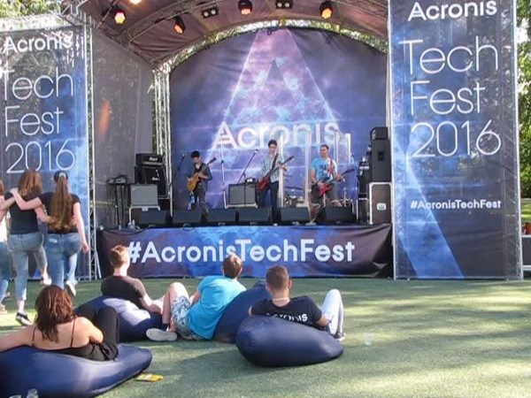 Acronis SafeSound - Shut up and Dance (Walk The Moon cover) 2016