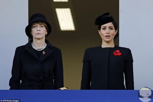 Члены королевской семьи приняли участие в службе по случаю Дня памяти