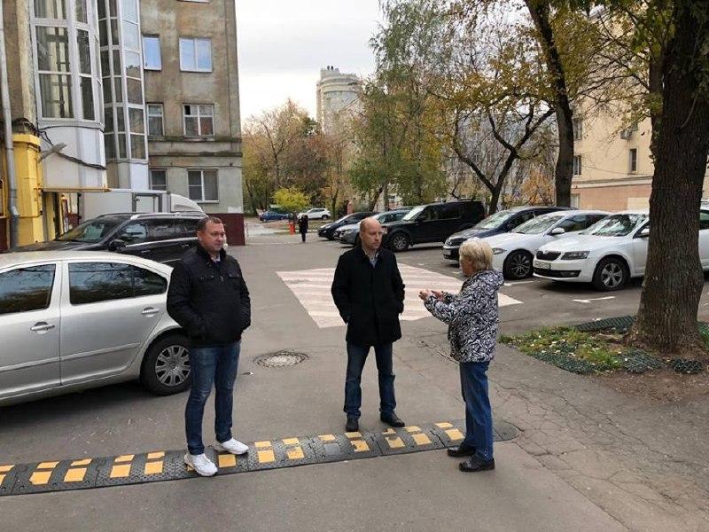 Евгений Щербачев посетил дворы Савеловского района