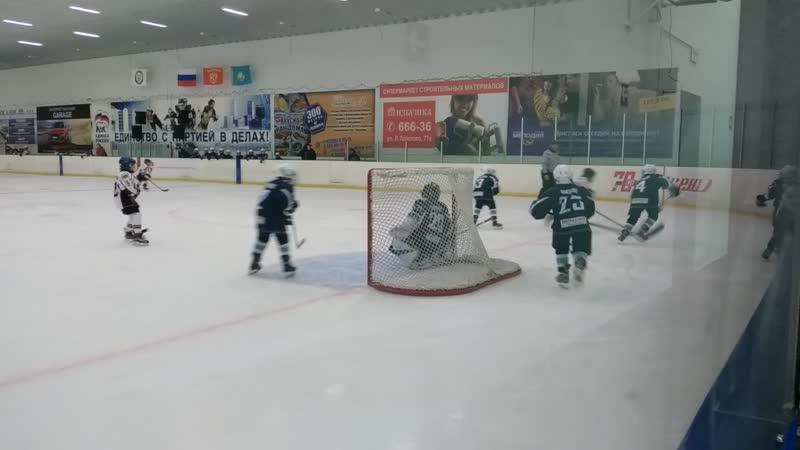 Турнирная игра между командами ХК Россошь против ХК ВДВ-АЛМАЗ
