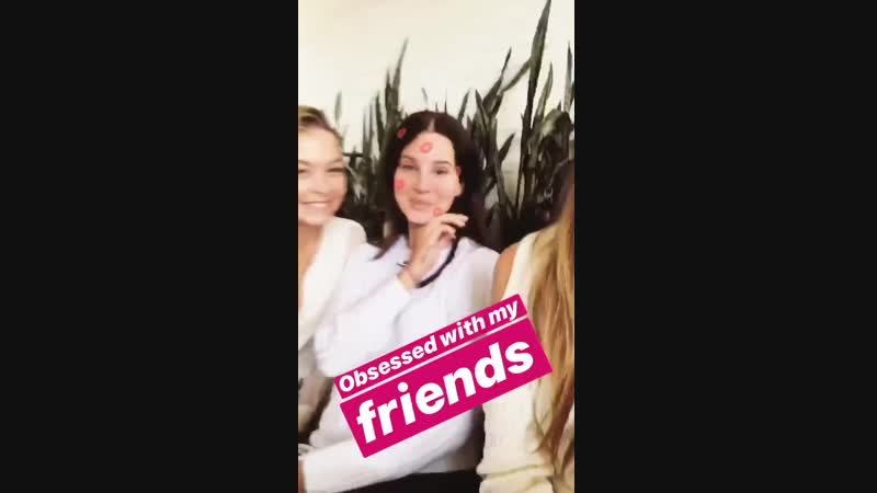14 октября 2018 Беверли Хиллз США Лана с подругами на обеде в ресторане Gratitude Beverly Hills по случаю ДР Сэнди Флинн