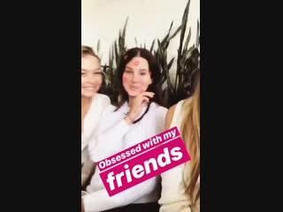 14 октября 2018; Беверли-Хиллз, США: Лана с подругами на обеде в ресторане «Gratitude Beverly Hills» по случаю ДР Сэнди Флинн