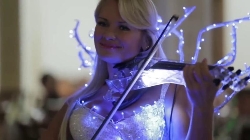 Это потрясающе! Очень красивое исполнение Шикарная скрипачка