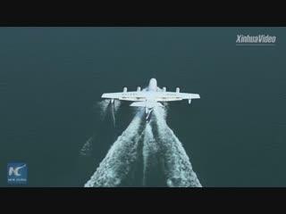 Самолет-амфибия AG600 успешно совершил свой первый взлет с водной поверхности и приводнение