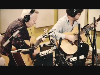 Rockin' Around The Christmas Tree | Holiday Music | Tommy Emmanuel