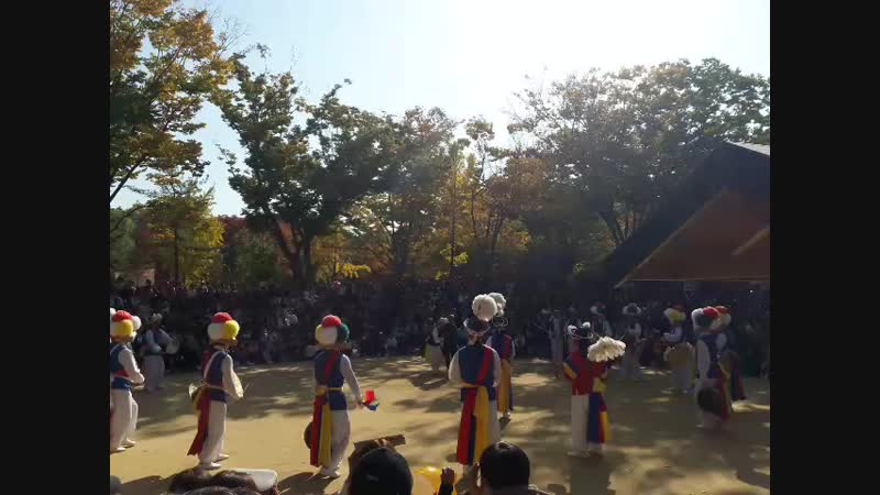 Корейские танцоры трад жанра солист