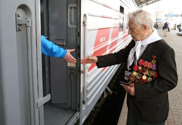 случайный попутчик - дед ветеран поехал я в командировку в москву, решать всякие деловые вопросы. все как обычно, ночной фирменный поезд питер-москва, купе, попутчики. ехали мы втроем: я-
