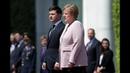 Терміново З Меркель на зуcтрічі сталася біда Зеленський вчинив як справжній чоловік