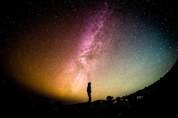 Не было ничего, что интересовало бы меня сильнее, чем россыпь ярких звёзд на полотне сине-чёрного неба. Я не художник и не астроном, не видел особых образов среди далёких планет, не писал стихов