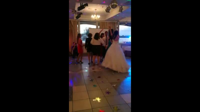 Свадьба очаровательных Екатерины и Алексея в Москве. Конкурс Девичник-мальчишник. Танец для жениха.