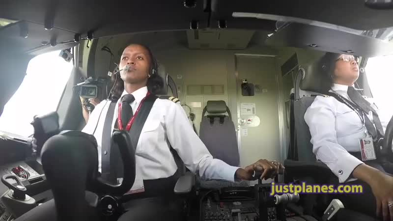 Just Planes - ️ Paula Pilots the Boeing 787 Dreamliner