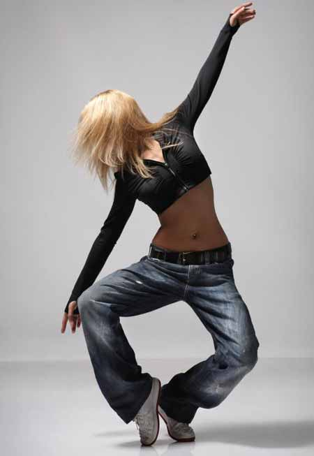 Танцевальные кроссовки специально разработаны для поддержки ног, и их следует носить только для танцев.