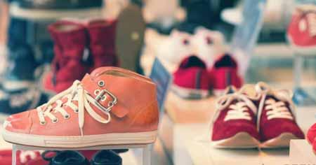 Существуют различные танцевальные кроссовки для различных типов танцев, таких как джаз и хип-хоп.