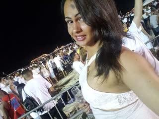 Luana Victorine curte a virada para 2019 em camarote em Copacabana