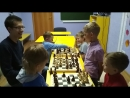 Начинающие шахматисты в центре Менталика