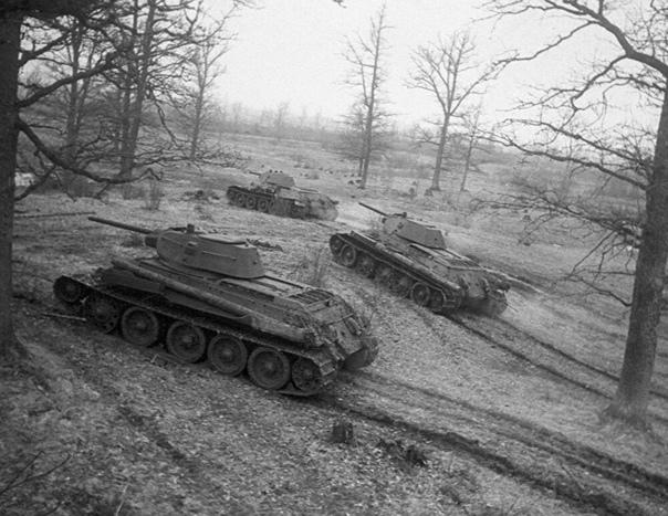 Танки! Это Русские танки, товарищ военврач! Прочитал тут на днях рассказ Александра Иванова Не боец, и вспомнилось вот... Но сначала сам рассказ, он небольшой: Чествовали ветеранов войны тех,