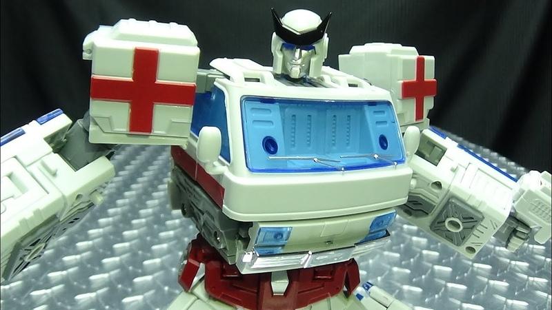 TFC Toys MEDIC (Ratchet): EmGo's Transformers Reviews N' Stuff