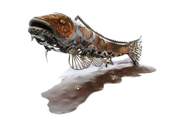 Британский художник Алан Уильямс превращает найденный им металлолом в удивительные скульптуры животных и фантастических существ. По словам Алана, его тяга к подобному творчеству проявилась еще в