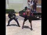 Как разрешают свои споры на улицах Америки полиция и хулиганы.