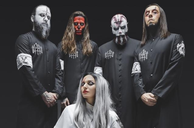 Вокалистка Lacuna Coil Cristina Scabbia говорит что новый альбом группы будет тяжелее и темнее.