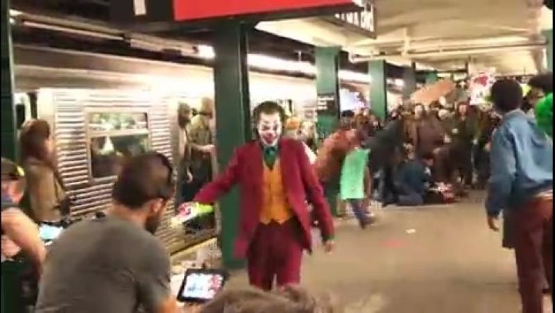 Coringa Personagem do Joaquin Phoenix causa pânico no metrô