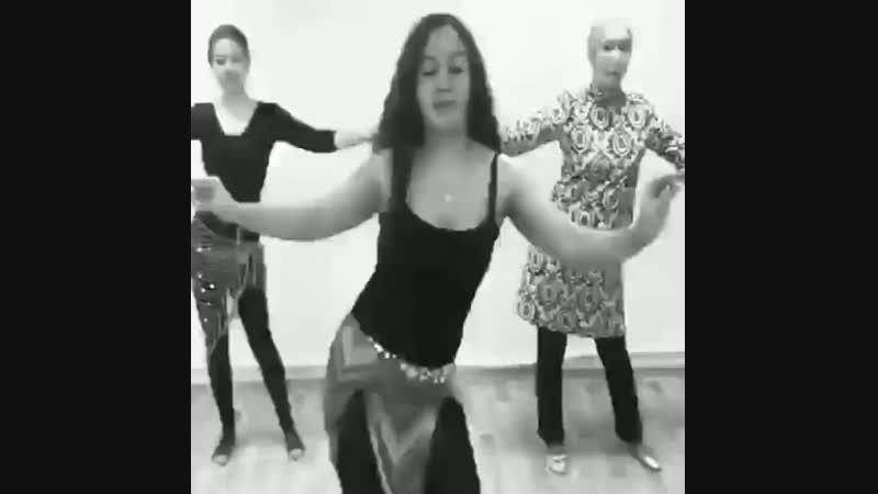 Как они это делают 👏 Смотрим видео с тренировок по восточным танцам и восхищаемся красотой грацией пластикой осанкой 🌷