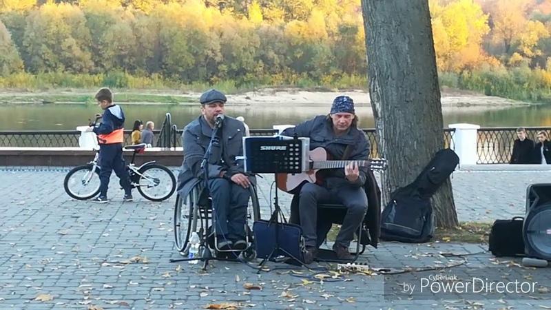 Уличные музыканты в парке Гомеля. Красивая песня. Золотая осень. Что по в Гомеле.